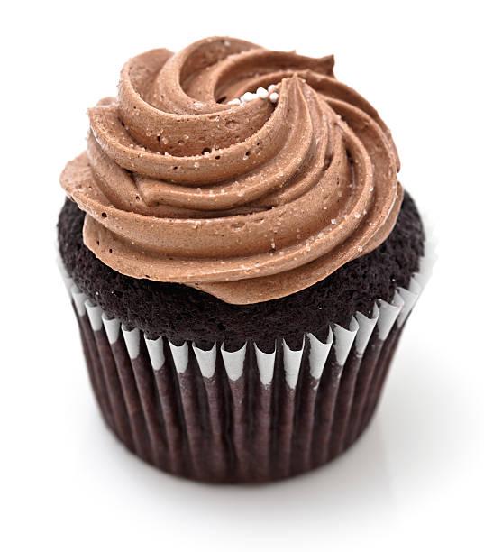 cremige schokolade cupcake - cupcake, zuckerguss stock-fotos und bilder