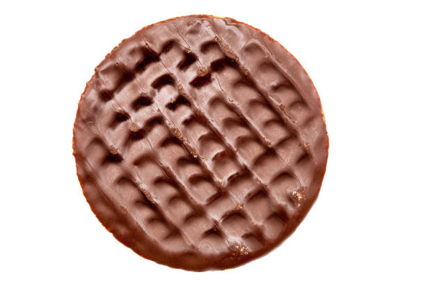 schokoladen-verdauungskeke - schokoladenplätzchen stock-fotos und bilder