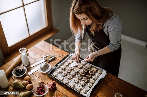 istock Chocolate Fits Gingerbread Cookies 942454598