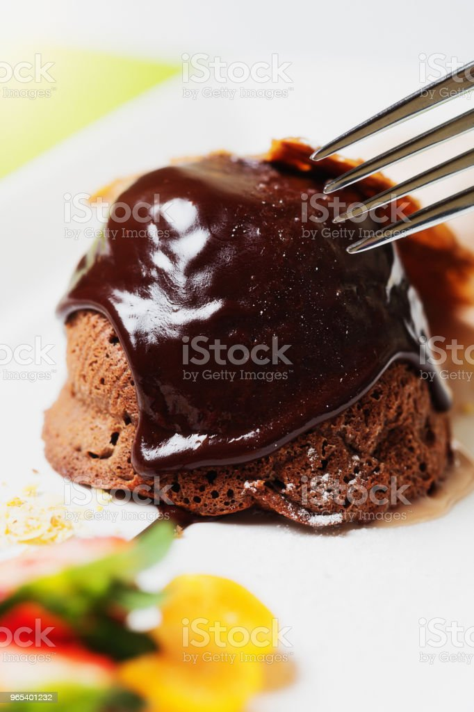 Chocolate fondant dessert with chocolate sauce zbiór zdjęć royalty-free