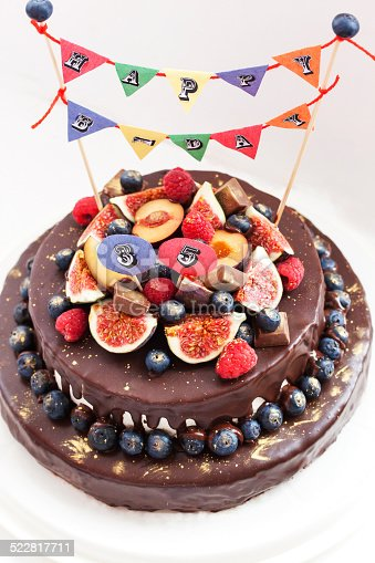 472311978 istock photo Chocolate icing cake, decorated with fresh fruit 522817711