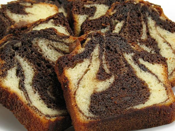 schokolade marble cake - schokoladen biskuitkuchen stock-fotos und bilder