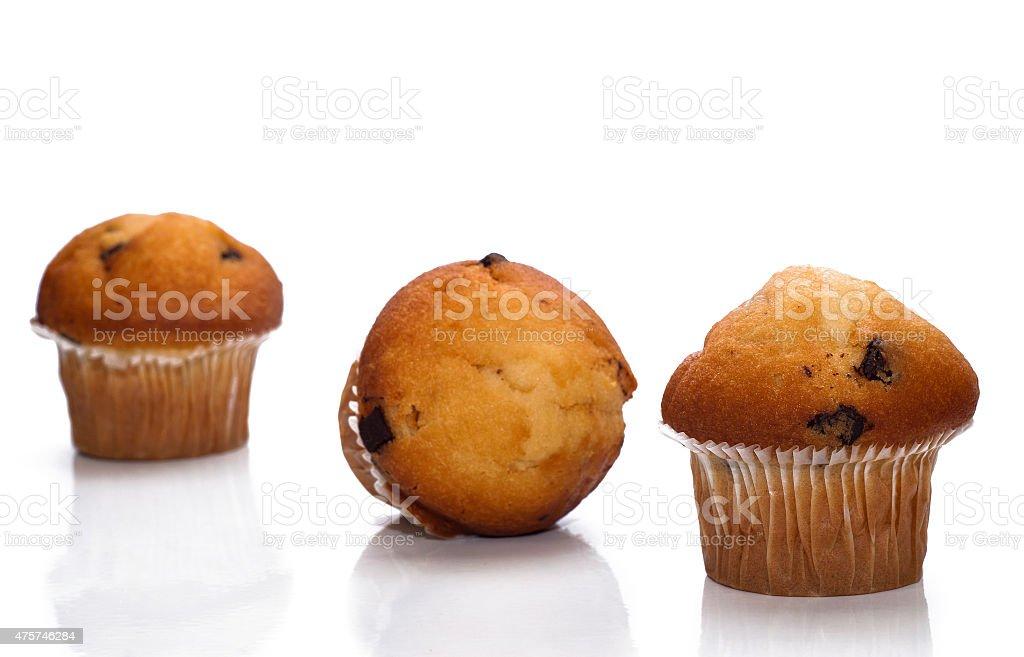 muffin al cioccolato isolato - foto stock