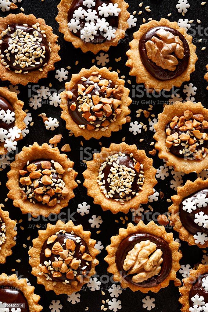 Chocolate nozes pequena tortas. Uma deliciosa Sobremesa de Natal - fotografia de stock