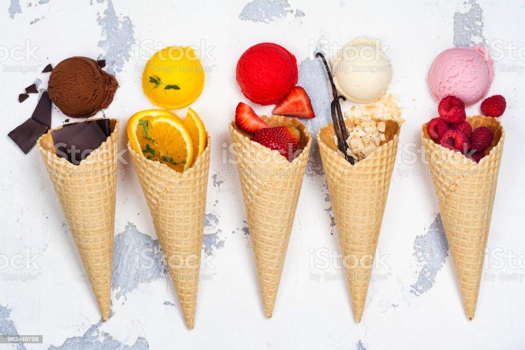 Çikolata, portakal, çilek, vanilya ve ahududu Ice cream - Royalty-free Ahududulu dondurma Stok görsel