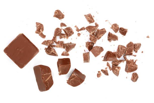 Isolé sur blanc de morceaux de chocolat. Vue de dessus. Poser de plat - Photo