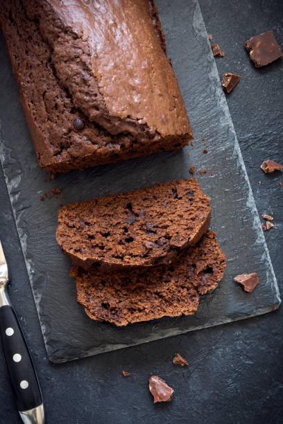 schokolade pound cake - biskuitboden stock-fotos und bilder
