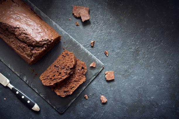 schokolade pound cake - brottorte stock-fotos und bilder