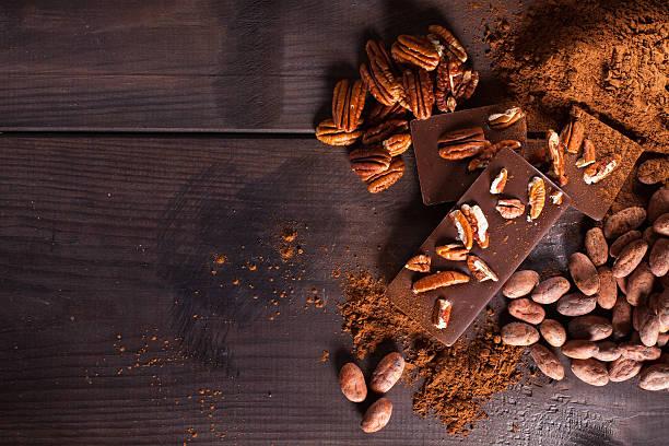schokolade produkte. - nussbaumholz stock-fotos und bilder