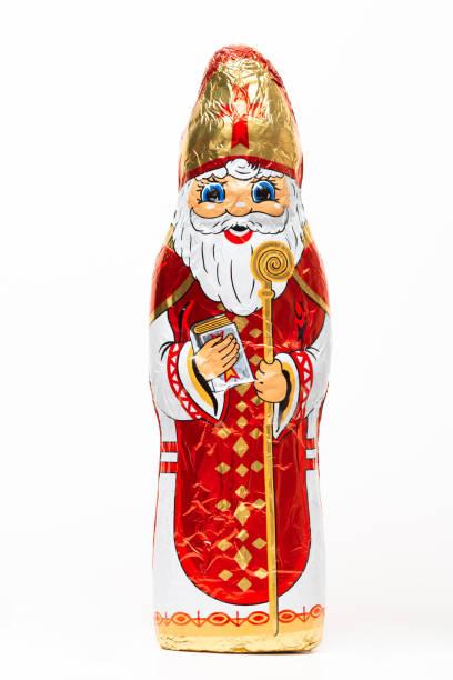 chocolade sinterklaas figuur, schoen gift, snoep, snoep, typisch nederlands, voor kinderen, witte geïsoleerde achtergrond - cadeau sinterklaas stockfoto's en -beelden