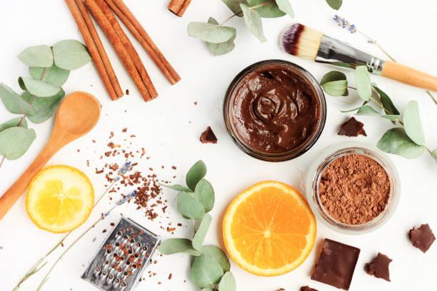 schokolade hautpflege maske. natürliche inhaltsstoffe für die herstellung von schönheit produkte zur wasseraufbereitung. - peeling herstellen stock-fotos und bilder