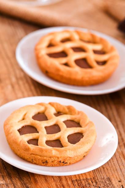 schokoladen-tarte. - crostata stock-fotos und bilder