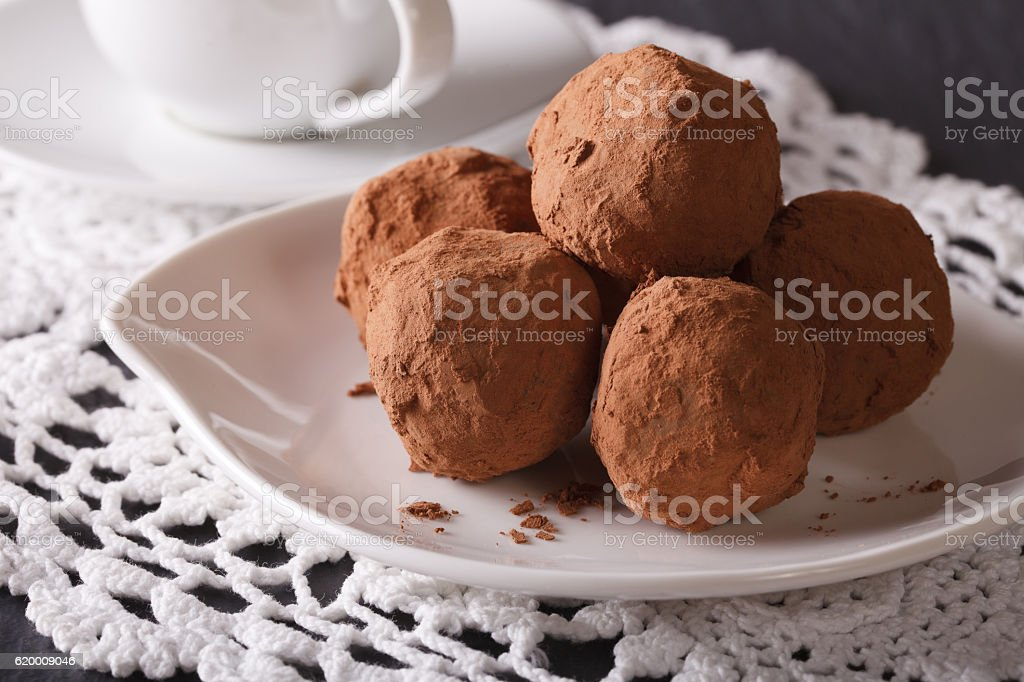 Chocolate truffles on a saucer close-up. horizontal foto de stock royalty-free