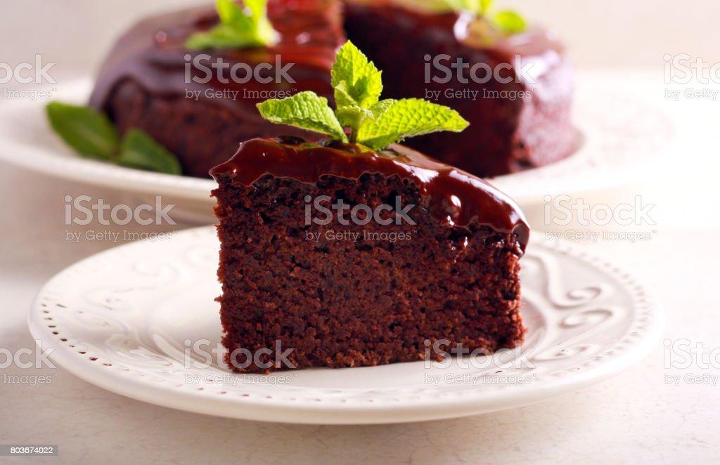 Bolo de chocolate vegan com ganache de chocolate - foto de acervo