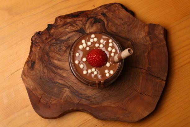 schokolade mit erdbeere - kaffee protein shakes stock-fotos und bilder