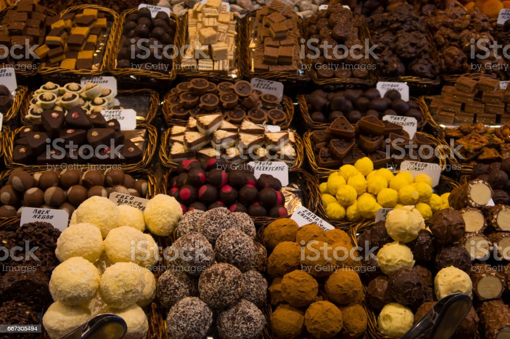 Chocolates y bombones del Mercado de la Boquería, Barcelona stock photo