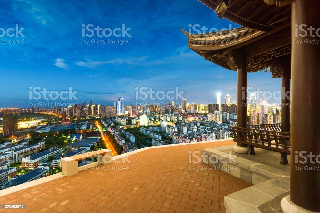 Skyline du centre ville de Chongqing, Chine au-dessus de la rivière Yangtze. - Photo
