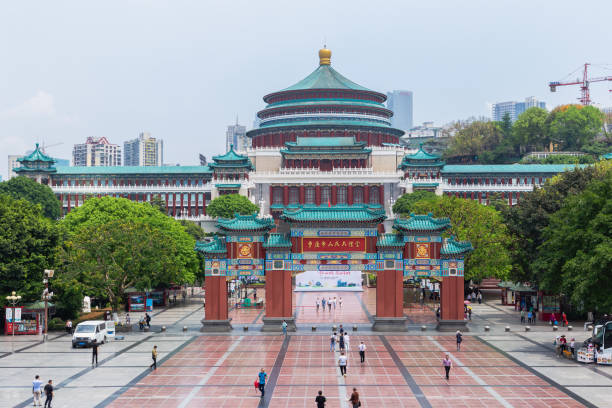 Chongqing people's Square or Chongqing People's Auditorium, one of the most famous landmarks in Chongqing, China - foto stock