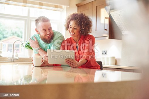 istock choosing the right deal 643145508