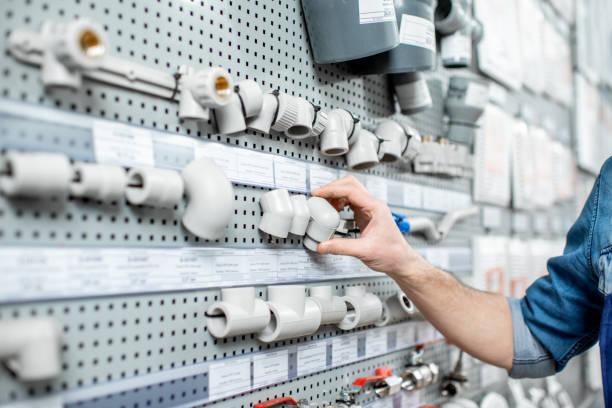wasserleitungen im laden wählen - pvc stock-fotos und bilder