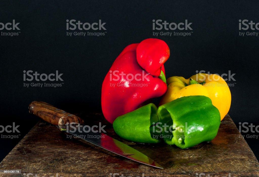 gehakte peper op een houten snijplank - Royalty-free Avondmaaltijd Stockfoto