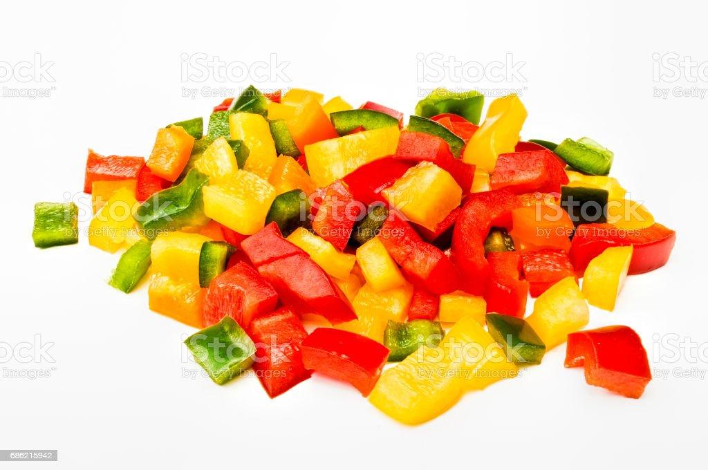 Zerhackt Paprika Rot-Grün & Gelb auf weißem Hintergrund – Foto