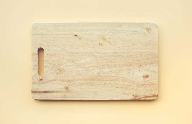 chopping board wooden on pastel color - разделочная доска стоковые фото и изображения