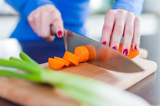Hacken Gemüse in der Küche – Foto