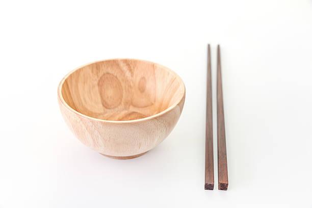 箸、木製のボウルに白背景 - ご飯茶碗 ストックフォトと画像