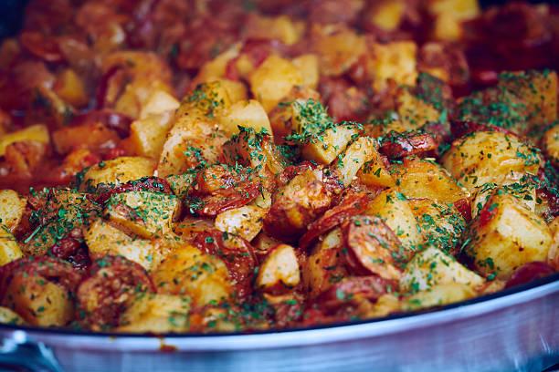 chorizo stew - kochen mit oliver stock-fotos und bilder