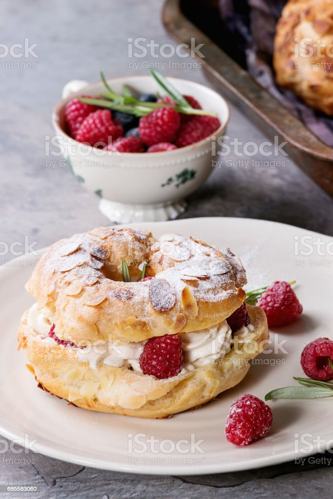 Choux cake Paris Brest with raspberries Lizenzfreies stock-foto