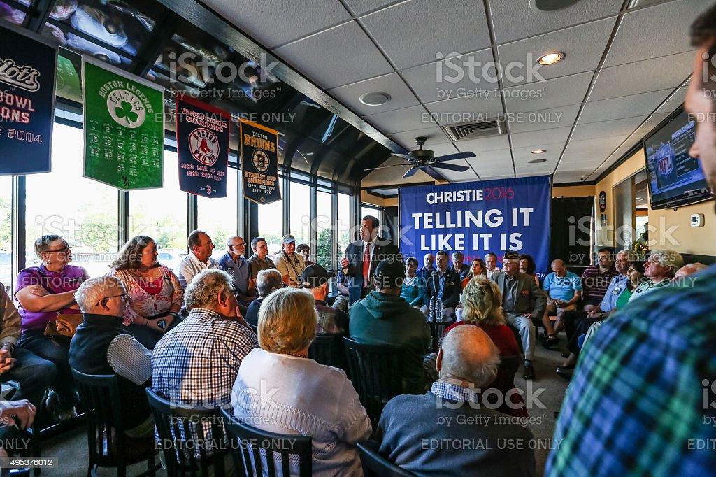 Chris Christie speaks to New Hampshire voters stock photo
