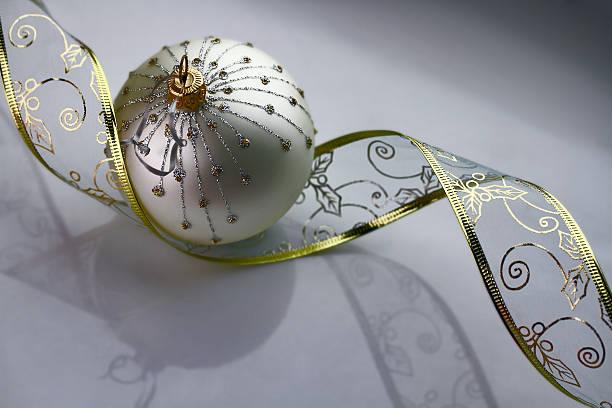 chrismas as decorações - gradients golden ribbons imagens e fotografias de stock