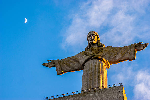 christ the king monument in lisbon, portugal - cristo rei lisboa imagens e fotografias de stock
