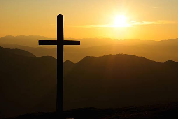 Christian Kreuz bei Sonnenuntergang – Foto