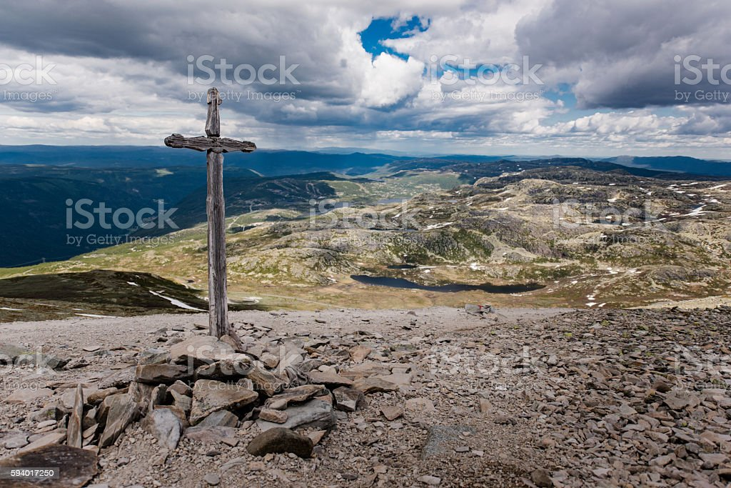 Christian cross on the way to the top of Gaustatoppen – zdjęcie