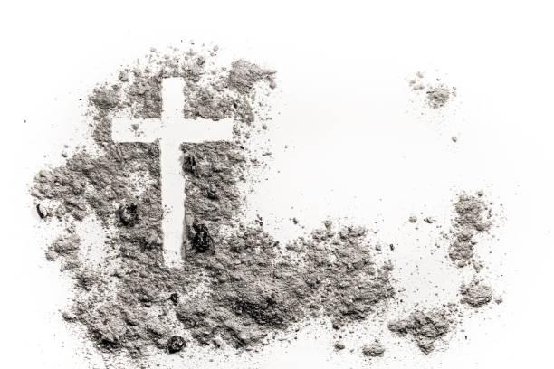 christliches kreuz oder kruzifix zeichnung in asche, staub oder sand - taufe texte stock-fotos und bilder