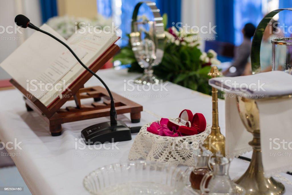 Cristã de casamento em uma igreja cristã. - Foto de stock de Aberto royalty-free