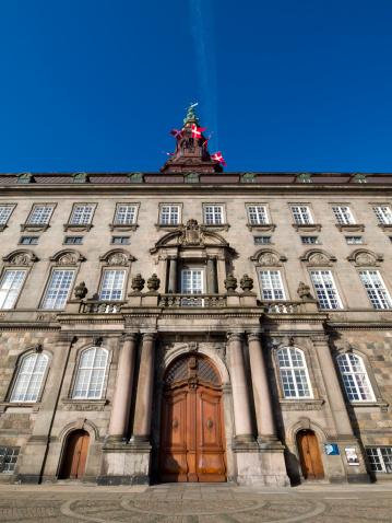 クリスチャンスボー城デンマーク議事堂 - オフィスビルのストックフォトや画像を多数ご用意