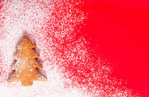 christmas abstract background on red with christmas tree cookie - filzunterlage stock-fotos und bilder