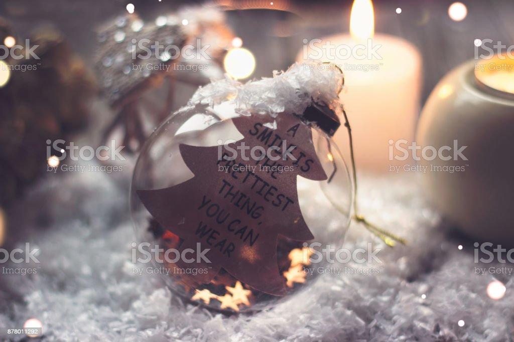 Citaten Kerst En Nieuwjaar : Kerstmis en nieuwjaar achtergrond glazen bal met citaat een