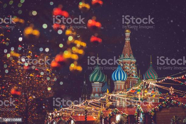 Christmas and new year celebration market at the red square in moscow picture id1069145888?b=1&k=6&m=1069145888&s=612x612&h=pz2bhq9r9maebs9vcs3gc9u bjicmkizemrsqwlmz2i=