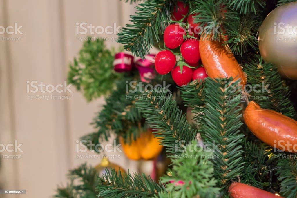 Künstlicher Geschmückter Weihnachtsbaum.Weihnachten Und Neujahr Urlaub Hintergrund Geschmückter