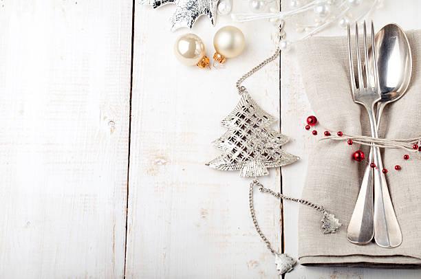 christmas and new year table place setting - porzellan schmuck stock-fotos und bilder