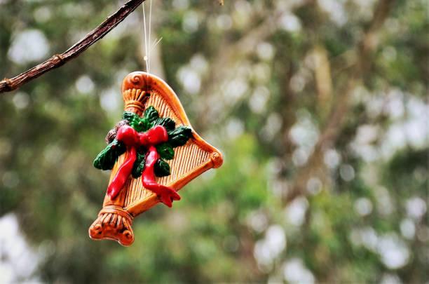 A Christmas arpa decorating tree in the square Uma arpa de natal pendurada no galho enfeitando árvore na praça ARPA stock pictures, royalty-free photos & images