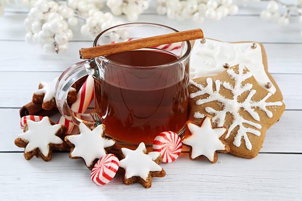 weihnachts-arrangement - apfelweinkuchen stock-fotos und bilder