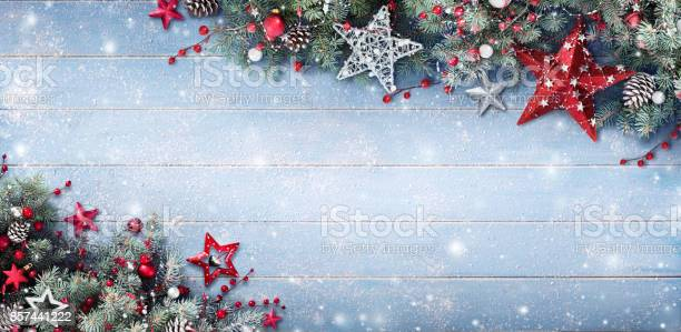 Christmas background fir branches and baubles on snowy plank picture id857441222?b=1&k=6&m=857441222&s=612x612&h=evl5wfem2fxekcw0cnynrbchkes1pfz3zs3jfzjiuqe=