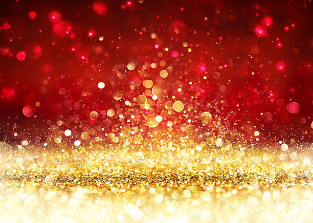 christmas background - golden glitter on shiny red - goldener glitzer stock-fotos und bilder