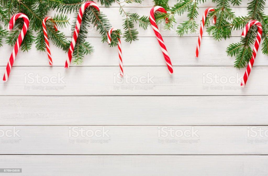 Weihnachten Hintergrund Mit Bonbons Und Tanne Baum Grenze Auf Holz ...