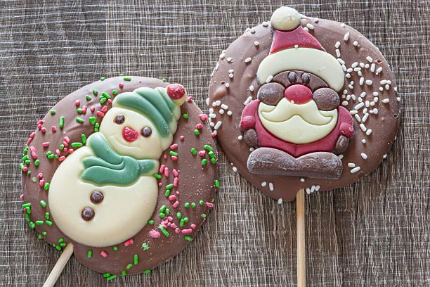 weihnachten hintergrund mit schokolade zahlen - lutscher cookies stock-fotos und bilder